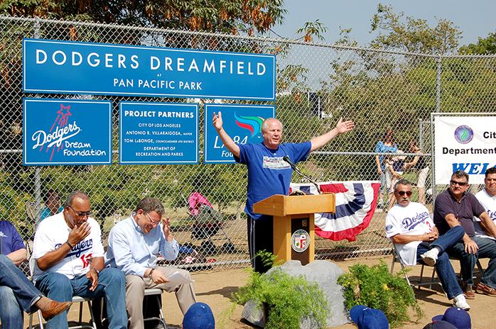 TLB.7.2001.DodgersDreamfieldOpensat-PanPacificPArk