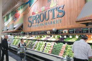 Sprouts Farmers Market offers a wide selection of fresh produce at its newly opened store on La Brea Avenue. (photo by Edwin Folven)