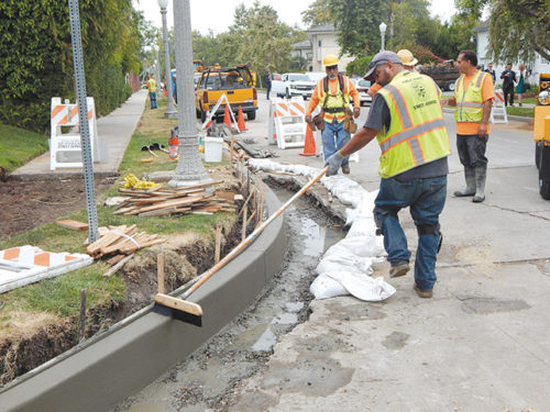 Concrete street repairs began at Las Palmas and Oakwood Ave. (photo by Edwin Folven)