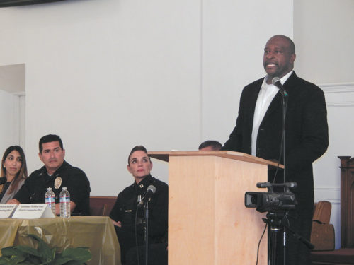 Pastor Charles Johnson stressed that it's necessary to work together with police. (photo by Edwin Folven)