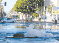 Broken water main floods part of Melrose Avenue