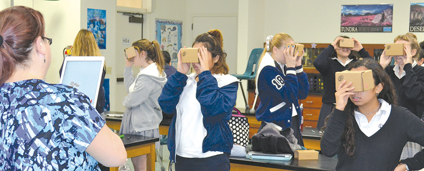 Students use virtual reality to learn anatomy - Park Labrea News ...