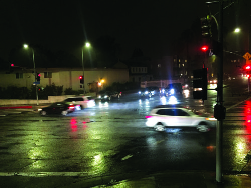 Motorists drive through the intersection of Sixth Street and Wilton Avenue on Tuesday, despite the light turning red. (photo by Gregory Cornfield)