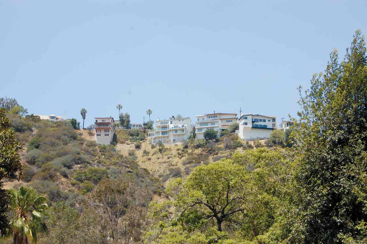 Party promoters use homes in the Hollywood Hills to set up de facto nightclubs, LAPD Capt. Steven Lurie said. (photo by Jonathan Van Dyke)