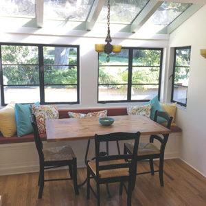 V.kitchen-table-vertical