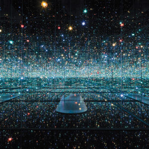 Yayoi Kusama, Infinity Mirrored Room - The Souls of Millions of Light Years Away, 2013. ( © Yayoi Kusama, Courtesy of David Zwirner, N.Y.)