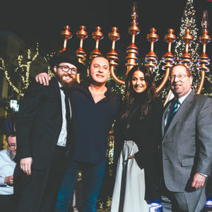 From left Village Synagogue Rabbi Zalmy Fogelman,  Director Dr. Alex Zaks, actress Emmanuelle Chriqui and Councilman Paul Koretz, 5th District. (photo by Family Photo Point)