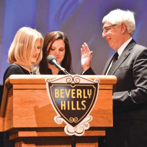 Julian Gold was sworn in as mayor of Beverly Hills by his wife, with his daughter looking on, at a March 20 installation ceremony. (photo courtesy of the city of Beverly Hills)
