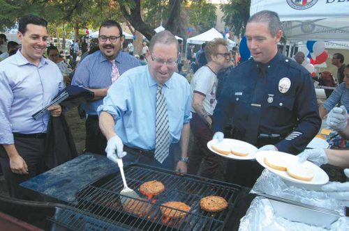 Councilman Paul Koretz flipped burgers at the National Night Out Against Crime event at Poinsettia Park. He was joined by LAPD West Bureau Commander Robert Marino. (photo by Edwin Folven)