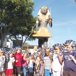 "Students from Hancock Park Elementary School posed for photos with Miss California USA Kelley Johnson and the replica ""Guardian of Ka"" statue during the unveiling. The statue will remain at the Farmers Market through Sept. 27. (photo by Edwin Folven)"