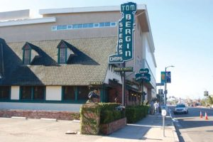 The Miracle Mile Residential Association and the Los Angeles Conservancy hope to preserve the Tom Bergin's Public House building through historic-cultural monument status. The tavern has been closed since early 2018. (photo by Maura Turcotte)