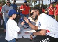 Dodgers help needy families enjoy Thanksgiving dinner