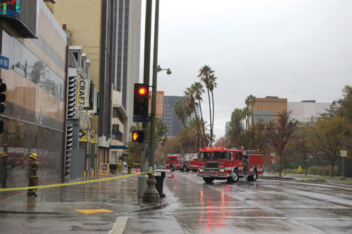 Firefighters cordoned of the eastbound lanes of Wilshire Boulevard while they searched for the source of a possible underground electrical explosion. (photo by Edwin Folven)