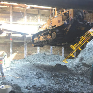 Crews lowered construction equipment into the Gale shaft in Beverly Hills as part of the Purple Line Extension subway construction. (photo courtesy of Metro)