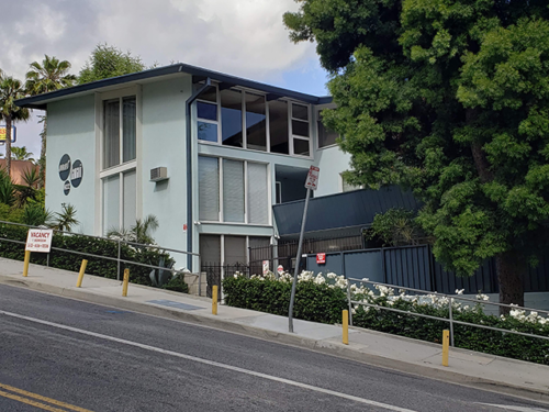 Fickett designed the Sunset Lanai apartments in West Hollywood (photo by Cameron Kiszla)