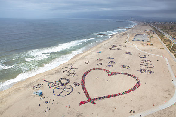Students participating in the Kids Ocean Day cleanup also created aerial artwork on the beach. (photo courtesy of Kids Ocean Day / Megan Goedewaagen)