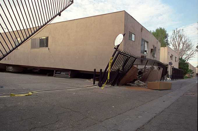 The 1994 Northridge Earthquake cause widespread damage, including an apartment building collapse near the epicenter. (photo courtesy of Wikimedia Commons)