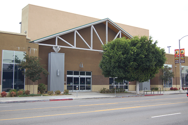 A Target store will open in 2020 in a building on La Brea Avenue that has remained vacant since an Orchard Supply Hardware store closed last year. (photo by Edwin Folven)