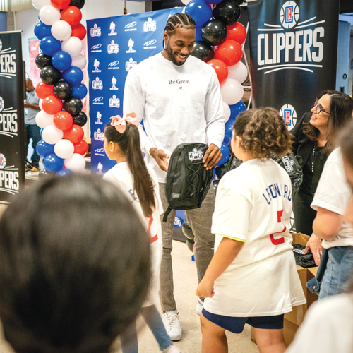Basketball player Kawhi Leonard, the Los Angeles Clippers and nonprofit Baby2Baby teamed up to provide 1 million backpacks for Southern California students. (photo courtesy of the Los Angeles Clippers)