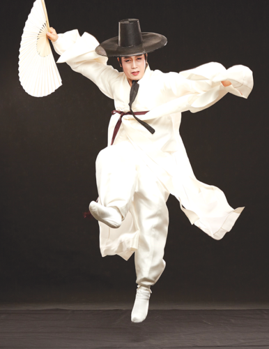 Traditional Korean dances will be part of a festival celebrating the country's heritage. (photo courtesy of KCCLA)