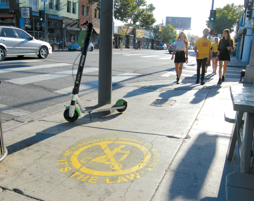 Signage stating that riding e-scooters on sidewalks is illegal has been installed on Melrose Avenue and Third Street. (photo by Edwin Folven)