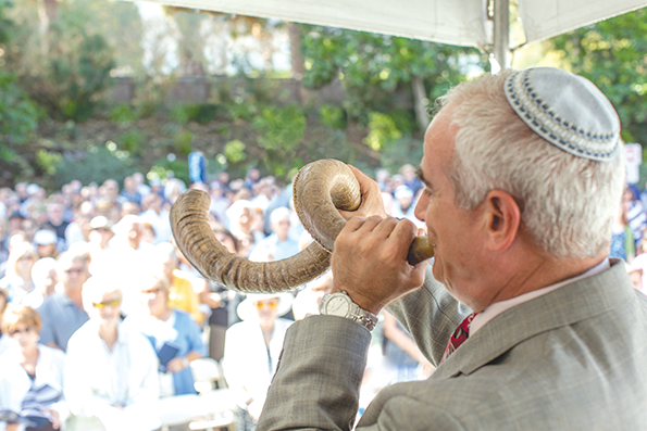 Kever Avot services at Mount Sinai Memorial Parks and Mortuaries begin with the sound of the shofar and include traditional prayers. (photo courtesy of Mount Sinai Memorial Parks and Mortuaries)