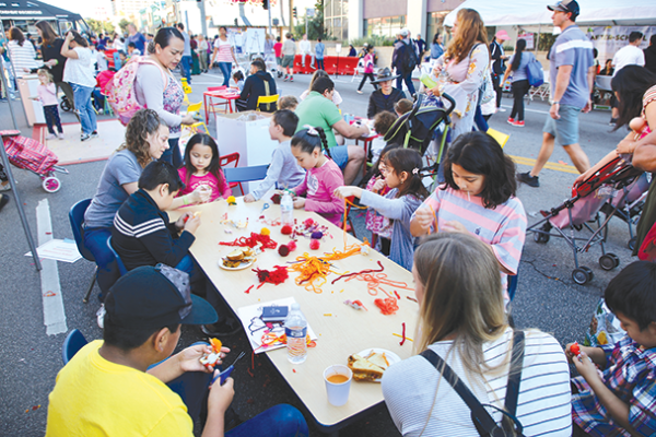 Families attending Wilshire Boulevard Temple's Big Give enjoyed games and children's activities, and received Thanksgiving meals. (photo courtesy of Wilshire Boulevard Temple)
