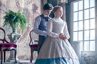 Laurie (Timothée Chalamet) ends up marrying his unlikely match: the third March sister, Amy (Florence Pugh). (photo by Wilson Webb/© 2019 CTMG)